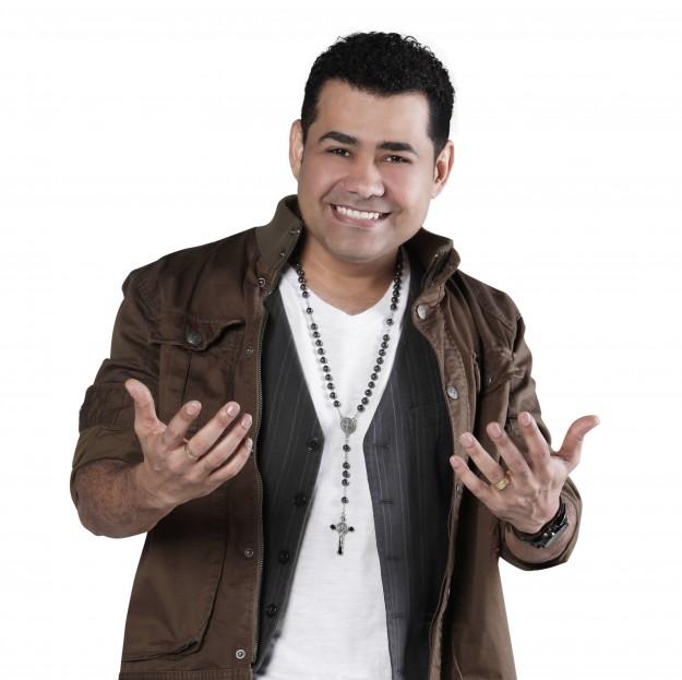 Cantor Batista Lima é uma das atrações da Festa dos Arcanjos.