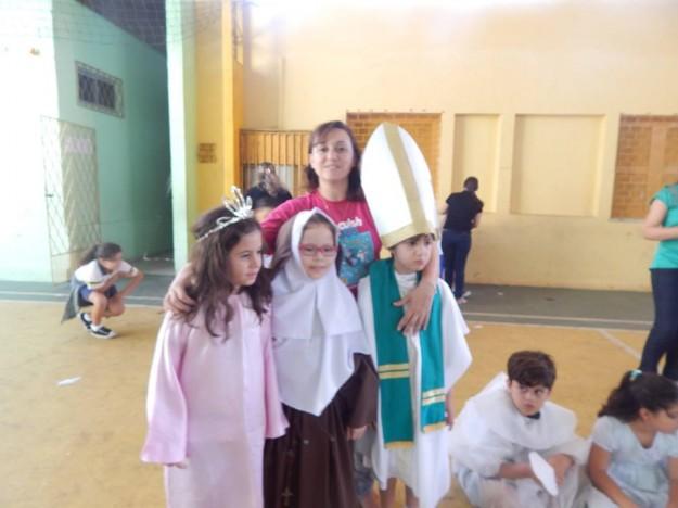 Crianças se vestiram de santos