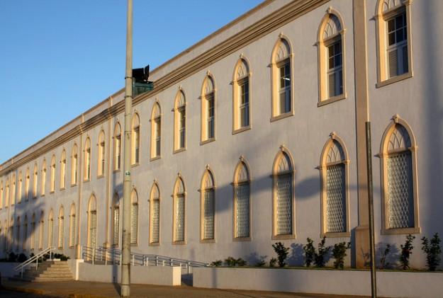 Fachada da Faculdade Católica de Fortaleza.