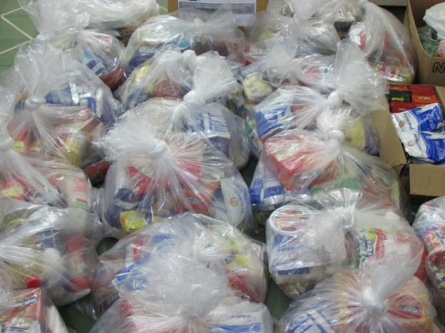 Alimentos arrecadados na Campanha Solidária da Católica de Fortaleza.