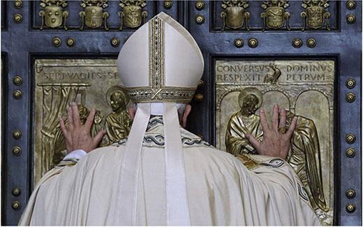 Papa Francisco abre a Porta Santa.