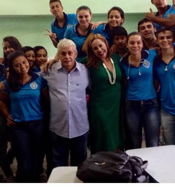Rossana trabalha junto com Jorge Damasceno em ação de prevenção ao uso de drogas.