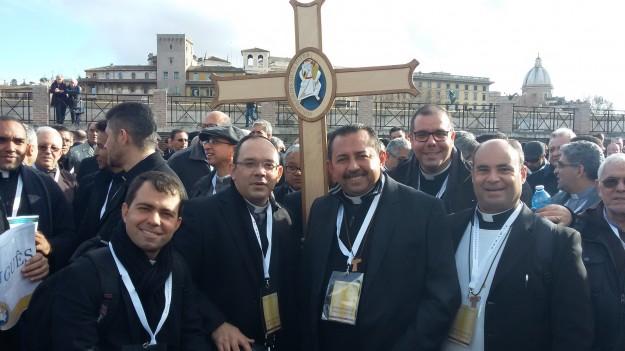 Da esquerda para direita: Padres  Dênys Lima, Rafhael Maciel, Antonio Furtado, Livandro Monteiro e Almeida Neto.  Arquivo pessoal