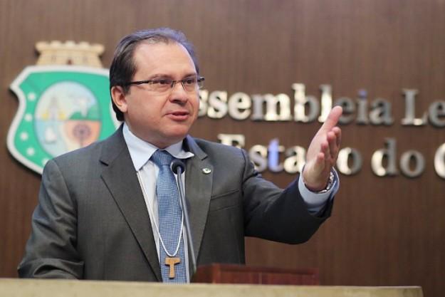 Deputado estadual Carlos Matos.