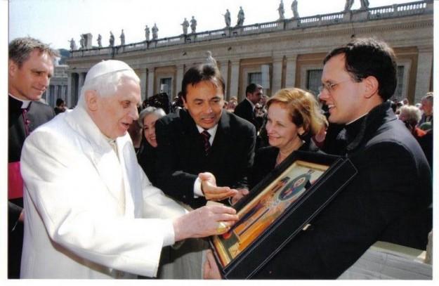Ícone escrito por Guadalupe foi entregue ao então Papa Bento XVI.