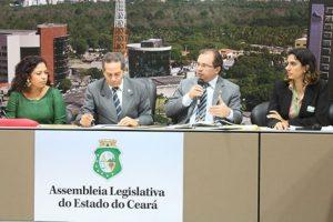 Deputado capitania discussão sobre Saneamento Básico na Assembleia Legislativa.