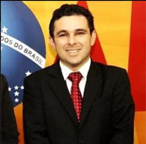 Robson Sabino, presidente da Comissão de Liberdade Religiosa da OAB presidiu a reunião extraordinária.