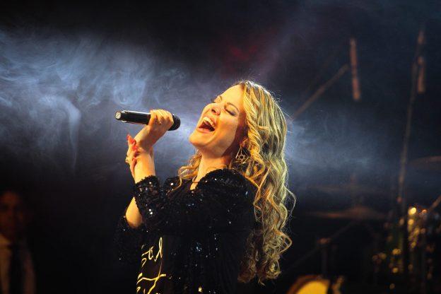 Ana Paula Valadão possui mais de três milhões de seguidores no Facebook.