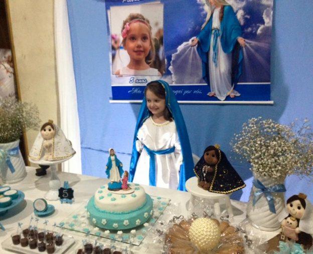 Pietra escolheu como tema da festa de aniversário Nossa Senhora.