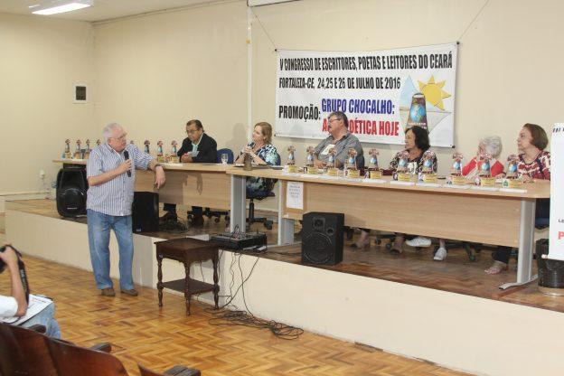 Ex-governador Gonzaga Mota em momento informal.