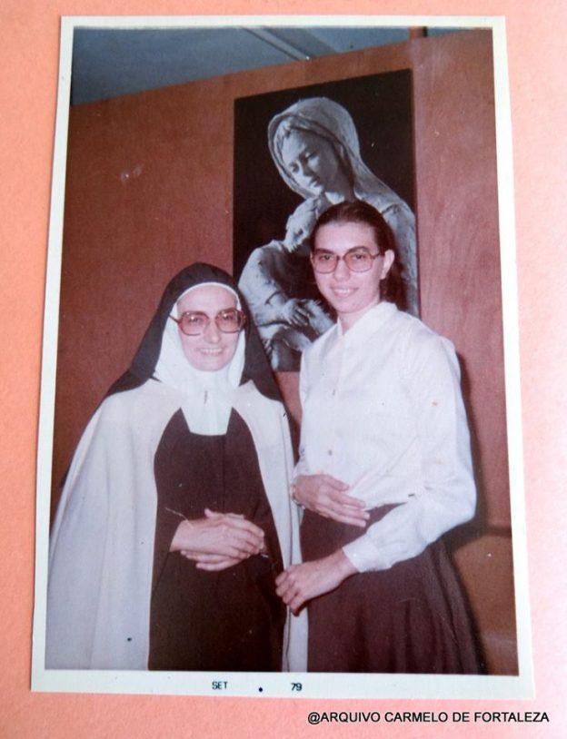 Irmã Maria da Paz com a sobrinha Bernadete, atual madre Superiora do Carmelo.