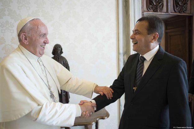 Moysés Azevedo com o Papa Francisco.