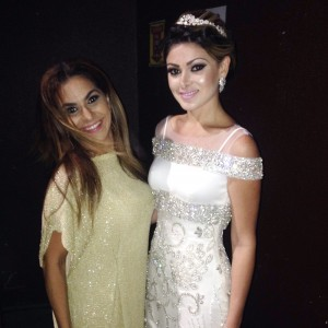 Lindas Cris Lima e Natasha Brígido, no backstage do desfile da Maison Cris. Make up & hair Mulher Cheirosa #LUX