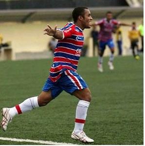 Meia Edinho fez o gol da vitória tricolor no Castelão