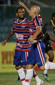 O volante Lucas, sem estresse, fez o gol da vitória tricolor