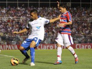 Assisinho fez dois gols e infernizou a zaga sergipana