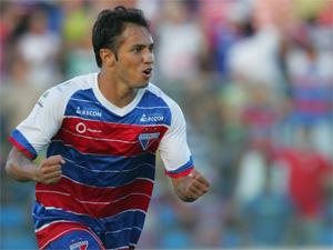 Assisinho, suspenso pelo terceiro amarelo, não joga contra o Cuiabá.