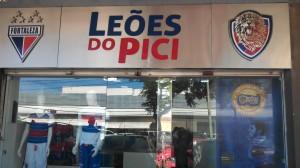 A bela fachada da loja Leões do Pici na Av Barão de Studart