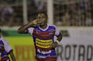 Robert marcou 3 gols e assumiu a artilharia. Foto: O Povo online