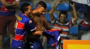 Atacante Cássio comemora seu primeiro gol pelo Leão