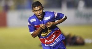 O volante artilheiro Pio fez o gol da vitória tricolor