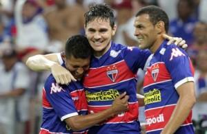 Zagueiro Lima marcou logo aos 5 minutos. Foto: Edmar Soares