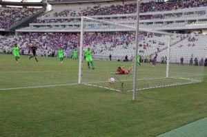 Everton abriu o placar e deu início à vitória tricolor no Castelão