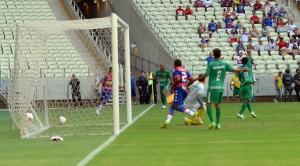 Tinga marcou o único gol da partida