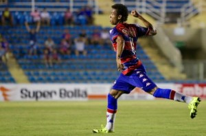 Núbio Flávio marcou os dois gols da vitória leonina. Foto: Rodrigo Carvalho
