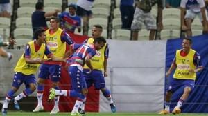 Núbio Fávio saiu do banco para tranquilizar e deixar tudo favorável na torcida tricolor