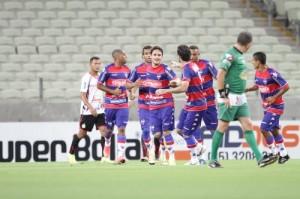Lima marcou mais um gol de cabeça com a camisa do Leão. Foto: Evilazio Bezerra
