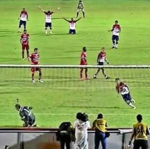 De pênalti, Pio marcou o gol da classificação tricolor