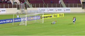 Anselmo marcou os dois gols da vitória tricolor