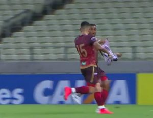 Zé Carlos marca no fim e dá a vitória ao Leão