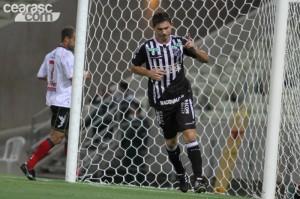"""Mota marcou três gols e, enfim, """"estreou"""" (Foto: Cearasc.com/Divulgação)"""