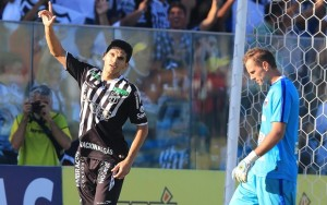 Magno Alves novamente foi decisivo em campo (Foto: Kiko Silva)