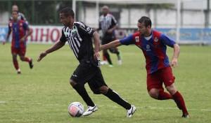 Rogerinho foi titular no amistoso contra o Tiradentes (Foto: Cearasc.com/Divulgação)
