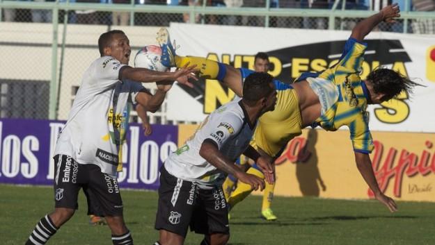 Faltou comprometimento, futebol e vergonha (Foto: Cid Barbosa)