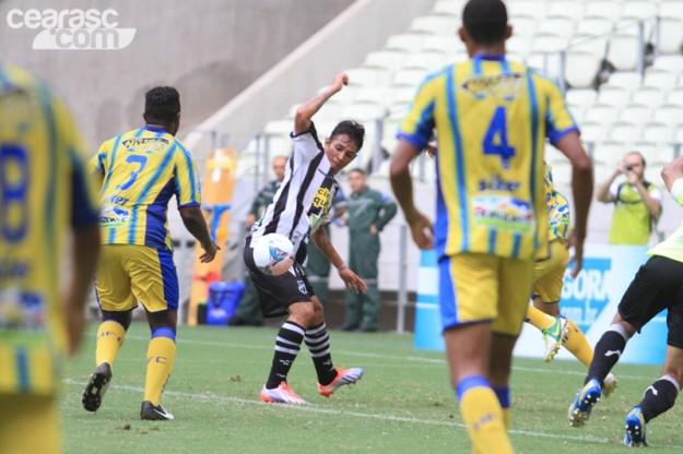Entrada de Assisinho deixou o time mais ofensivo (Foto: Cearasc.com/Divulgação)