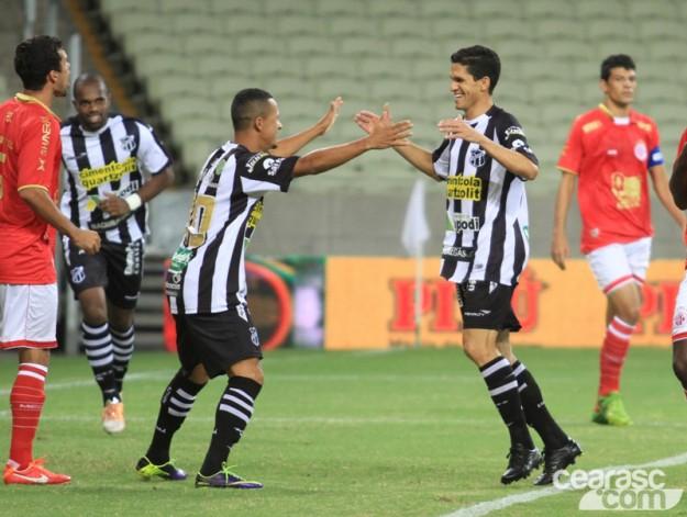 Vozão mandou no jogo e abriu uma boa vantagem para a partida de volta (Foto: Cearasc.com/Divulgação)