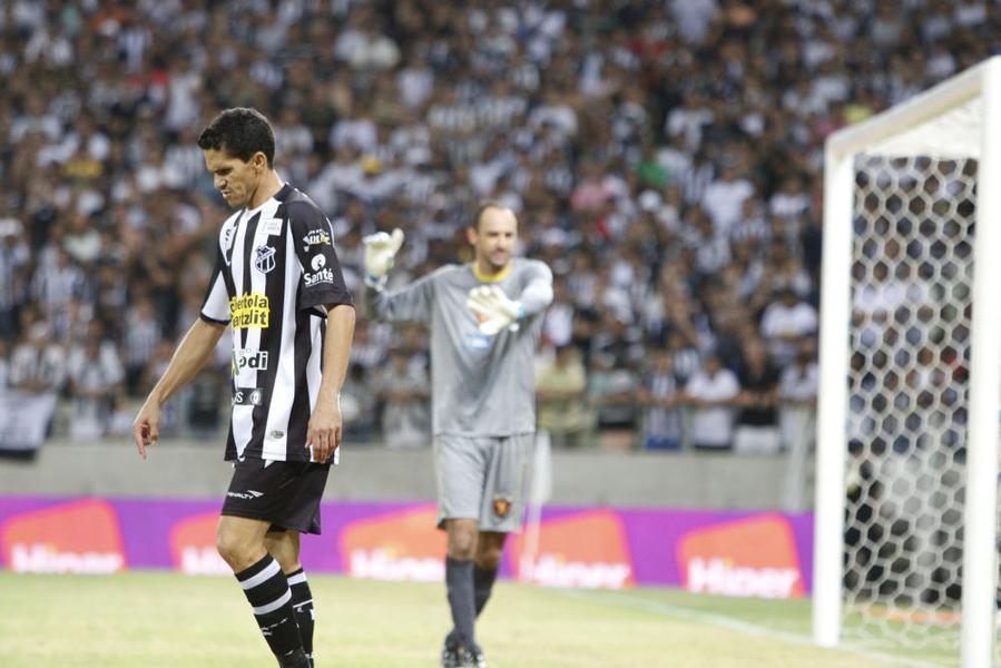 Magno Alves desperdiçou oportunidades que poderiam ter mudado o rumo da  partida (Foto  Fco 68f25a98e8768