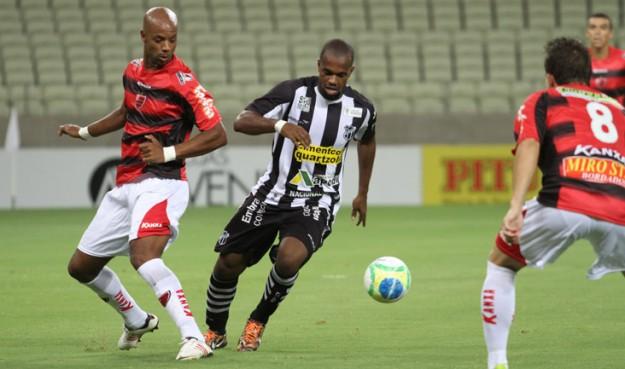 Tadeu foi o autor do gol da vitória do Vozão (Foto: Cearasc.com/Divulgação)