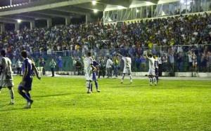 Campo de jogo era improprio para o bom futebol. (Foto: Parnahyba/Divulgação)