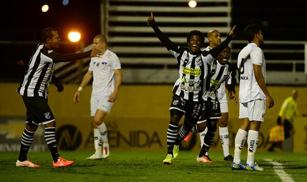 Sandro, o zagueiro artilheiro  marcou mais um gol (Foto: Nelson Coelho)
