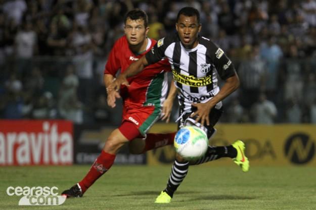 Gil marcou um bonito gol mas não foi o suficiente pra evitar o tropeço (Foto: Cearasc.com/Divulgação)