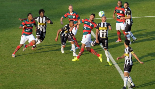 Em jogo de dois tempos distintos, Vozão perdeu a liderança (Foto: Dorival Rosa)