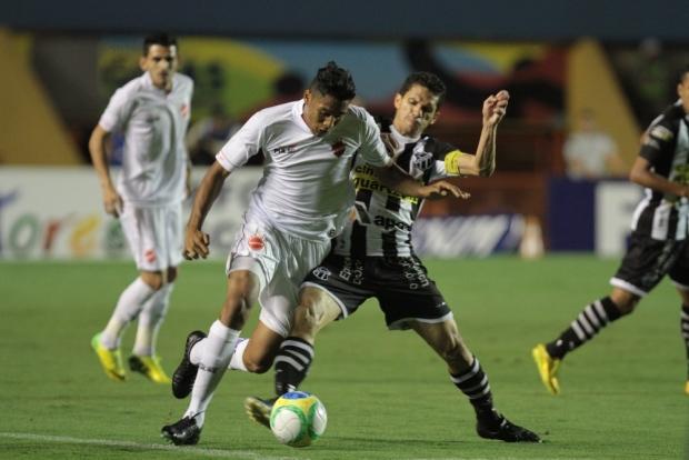 Magno Alves marcou mais dois e se isola ainda mais na artilharia (Foto: Renato Conde)