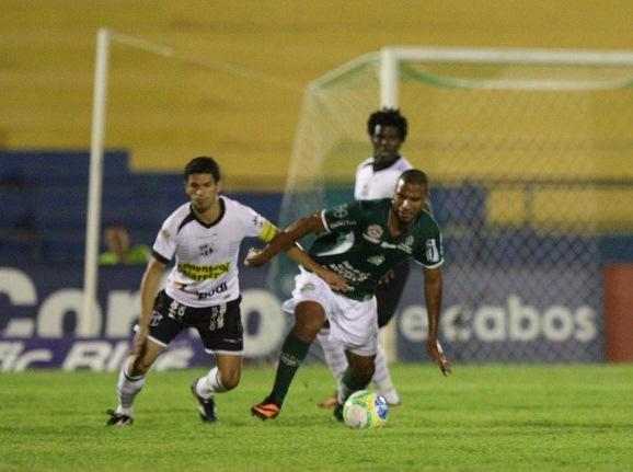 Magno Alves voltou a fazer gols, mas não foi o suficiente (Foto: Normando Sóracles)