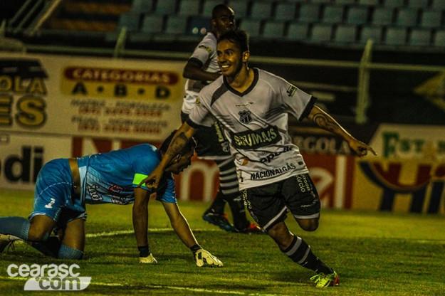 Assisinho marcou novamente contra o Itapipoca e ajudou Vozão a vencer (Foto: Christian Alekson/Cearasc.com)