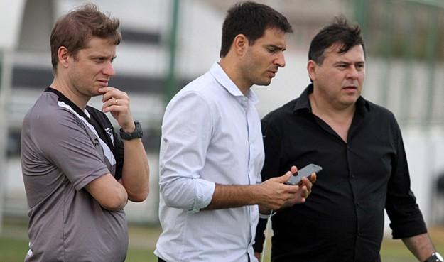 Fernando Seabra (à esquerda) já iniciou os trabalho no Vozão (Foto: Cearasc.com/Divulgação)